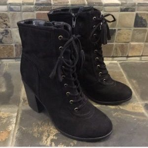 Report Lace-Up Boots Size 6.5